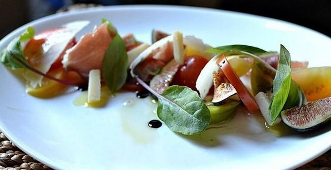 Salade Figues Jambon de Parme Parmesan Balsamique