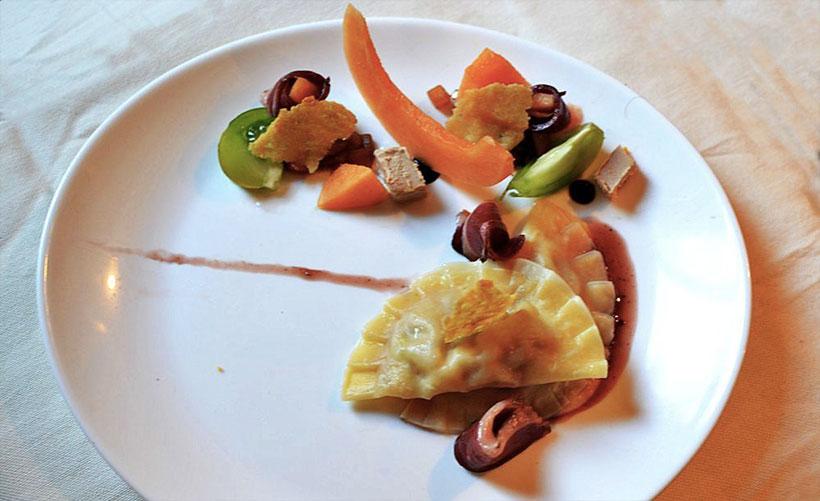 Ravioles Melon-Foie Gras, Magret Fumé et Salade de Melon au Porto