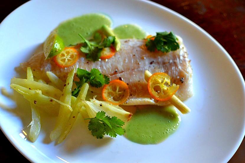 Papillote de poisson à la citronnelle et aux agrumes – Recette de chef par William Ledeuil