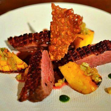 Canard à la mangue rôtie aux épices, tuile aux noix de cajou, recette du chef Yannick Alléno