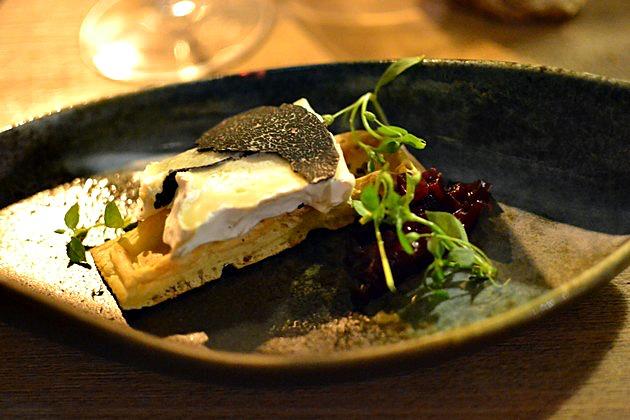 Restaurant Miles Bordeaux - Gauffre truffée, brie truffé betteraves au sirop d'érable