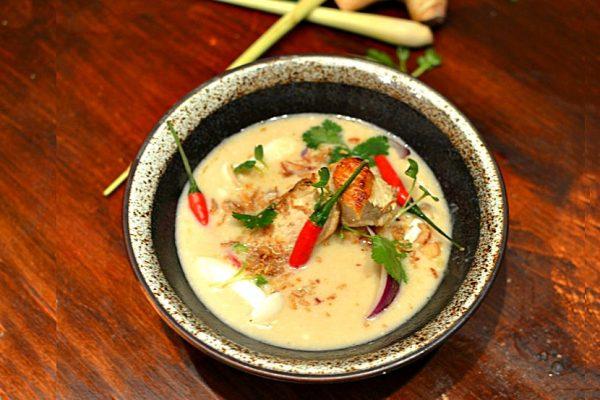 Soupe poulet lait de coco citronnelle galanga Tom Kha Kai
