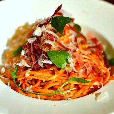 Linguine au speck, roquette et parmesan, la recette des pasta au jambon à l'italienne