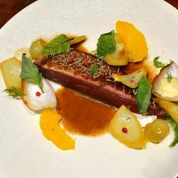 Canard à l'orange gastronomique et ses pétales de fenouil confits