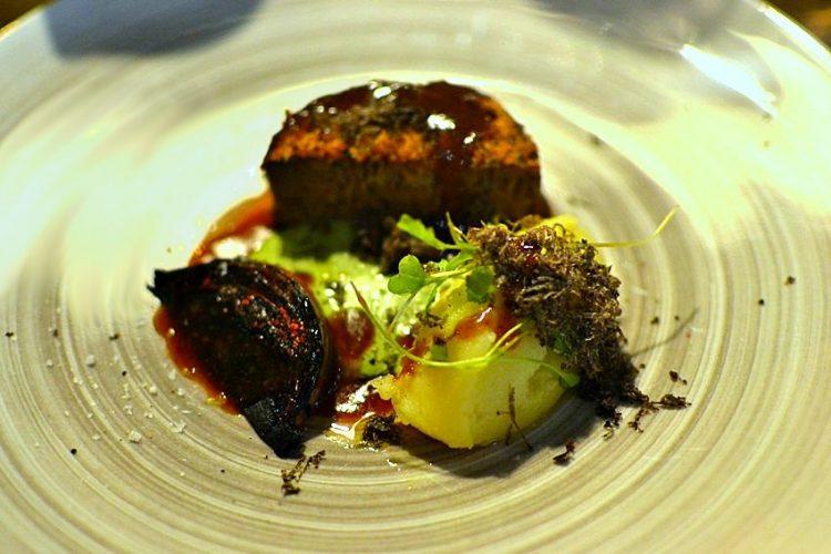 Agneau confit, sauce à la menthe et pomme de terre, oignon grillé - Restaurant Pirouette, Paris