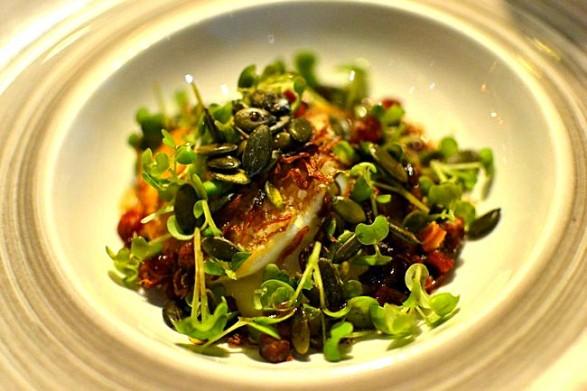 Oeuf parfait grillé pomme de terre chorizo graines de courge - Restaurant Pirouette, Paris