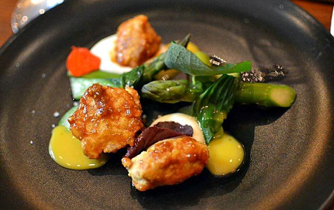 Poulet Dak asperges oeuf confit - Restaurant Dan à Bordeaux