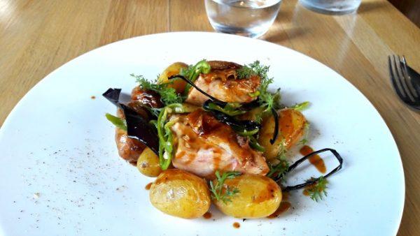 restaurant-pirouette-paris-volaille-pomme-de-terre-piment-doux