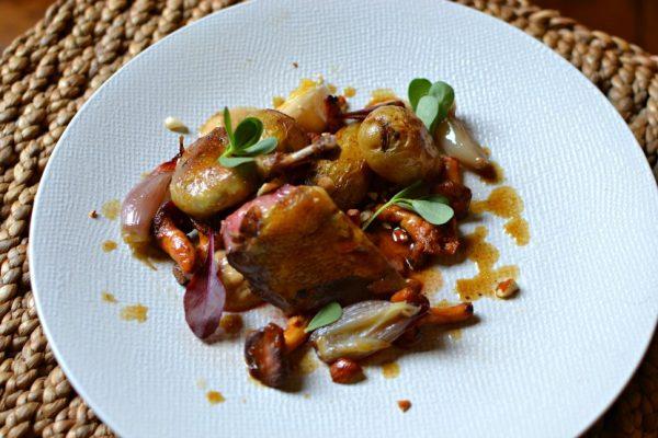 Pigeon rôti aux girolles et pommes de terre