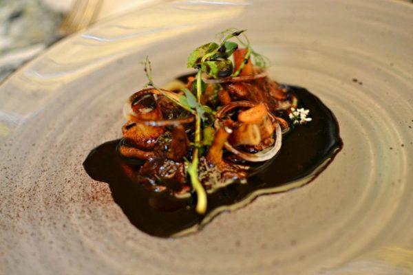 Restaurant Quintonil - Poêlée de Champignons, jus glacé d'oignon, pitiona