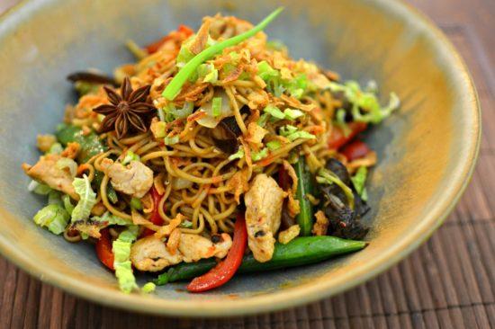 Nouilles chinoises sautées au poulet parfumé