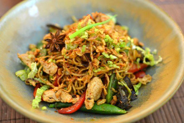 recette-nouilles-chinoises-sautees-au-poulet-epice