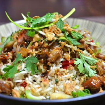 Porc confit vietnamien à la citronnelle et riz sauté (Thịt Lợn Kho Sả)