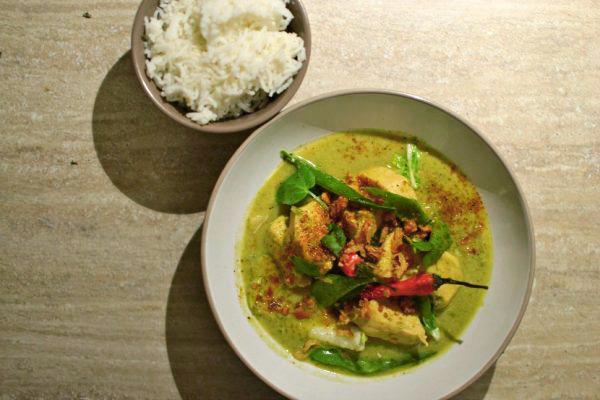 Poulet au curry vert thaï au lait de coco