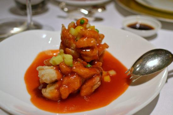 Bar frit sauce aigre doux - Shang Palace Paris