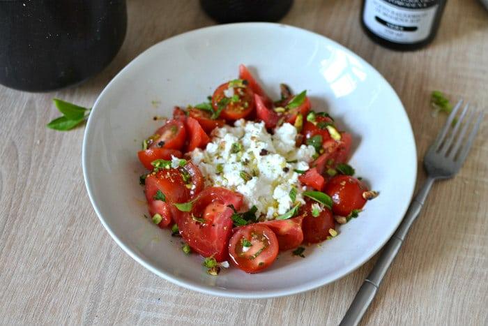 Salade tomates ricotta basilic menthe