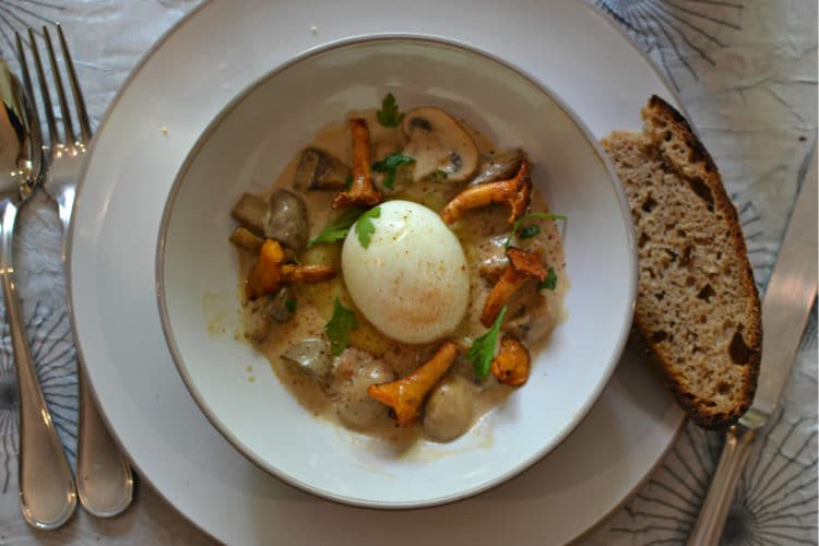 Oeuf mollet champignons girolles creme recette
