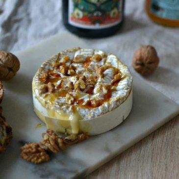 Camembert rôti au four au miel et aux noix : la recette facile et gourmande