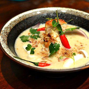 Soupe de poulet au lait de coco, galanga et citronnelle – Tom Kha Kaï