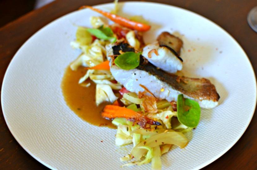 Lieu jaune grillé au Yuzu, fenouil et salade de chou acidulée