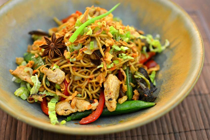 Nouilles chinoises saut es au poulet parfum la recette facile - Cuisine chinoise recette ...
