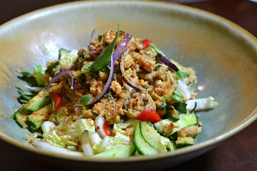 Salade thaï au poulet épicé