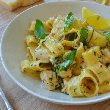 Pâtes au poulet, citron et basilic : la recette facile et faite maison
