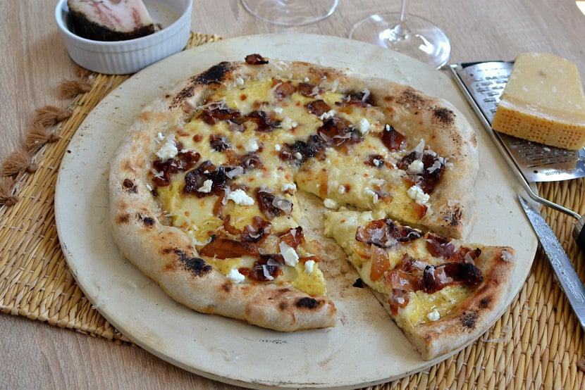 Pizza guanciale pecorino carbonara