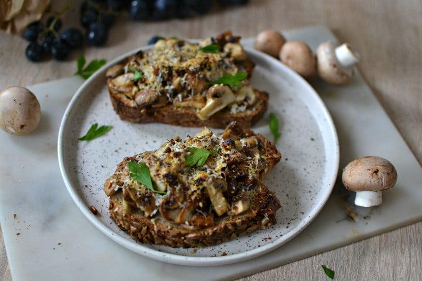 Tartines champignons parmesan gratine